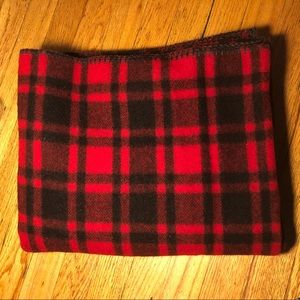 Woolrich x American Eagle Outfitters Plaid blanket